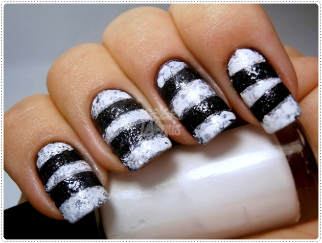Black & White Sponge Striped Nail Art