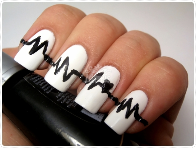 Black & White Heart Beat Mani