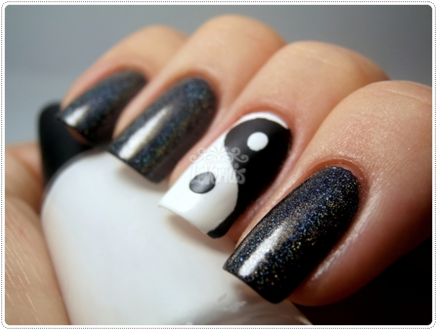 Black & White Yin Yang Tape Mani