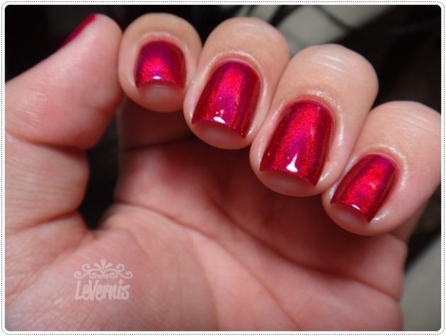 Layla - Mercury Twilight + Escarlate Diluído (2 camadas) - Na luz artificial branca (8)
