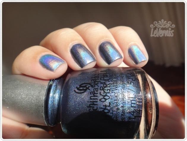 China Glaze - 2NITE + China Glaze - Strap On Your Moonboots (3)