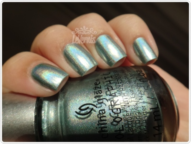 China Glaze - Don't Be a Luna-tic (2)